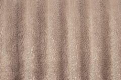 Högt detaljerad textur av den beigea sammettorkduken med passande snakeskin Arkivfoto