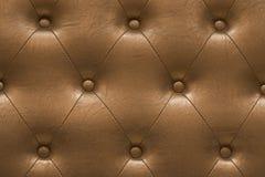 Högt detaljerad textur av guld- tappning vadderade lädertorkduken Fotografering för Bildbyråer