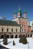 högt klostermoscow petrovsky tempel Arkivbild