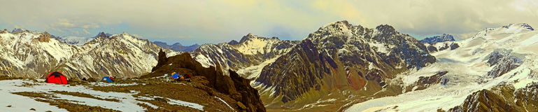 Högt läger i berget Arkivfoto