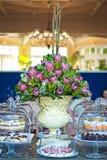 Högt te och tabellen för tuggaformatfoods fördelade Royaltyfri Bild