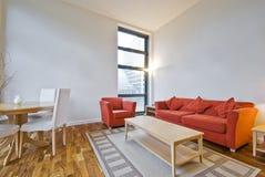 högt vardagsrum för tak Arkivbild