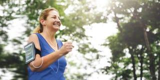 Högt vuxet jogga rinnande begrepp för övningssportaktivitet royaltyfria bilder