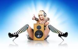 högtalare för glamorös deltagare för flicka sexig Royaltyfri Foto