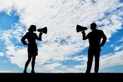 Högtalare i handkvinnor och män Arkivfoton
