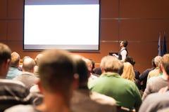 Högtalare på den affärskonferensen och presentationen Arkivbilder