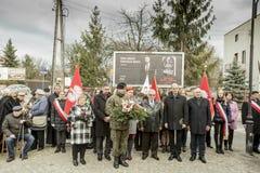 Högtidlig undergivenhet av kransar på monumentet av offren av t Royaltyfri Fotografi