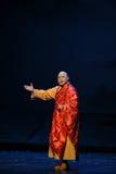 Högtidligt vara ordförande över den Jiangxi operan en besman Arkivfoto