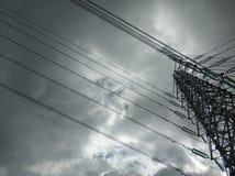 Högtrycktorn efter regn arkivbilder