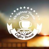 Högvärdig kaffeetikett över defocusbakgrund Royaltyfri Fotografi