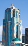 högväxt byggande modern skyskrapa Royaltyfri Fotografi