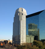 högväxt byggnader Arkivfoton