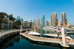 Högväxt Dubai marina Royaltyfria Foton