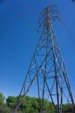 Högväxt elektrisk Powerline Arkivfoton