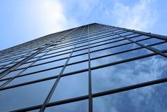 högväxt fönster för byggnadshotell Arkivfoto