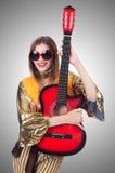 Högväxt gitarrspelare Fotografering för Bildbyråer