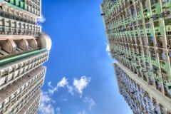 Högväxt konkret Highrisehus i Hong Kong Arkivbild