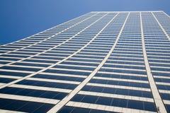 Högväxt kontorsbyggnad fotografering för bildbyråer