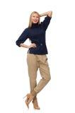 Högväxt kvinna i den blåa sweatern som isoleras på vit Royaltyfri Foto
