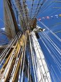 högväxt rigging ship Arkivbild