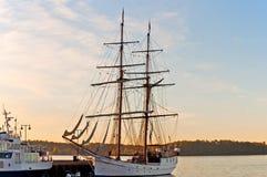 högväxt ship för fjordoslo pir Arkivfoton
