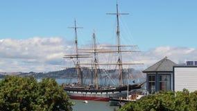 Högväxt skepp i San Francisco Bay område nära Embarcadero lager videofilmer