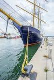 Högväxt skepp som anslutas på Toronto Royaltyfri Fotografi