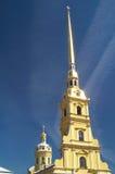 Högväxt spire av rysskyrkan Arkivbild