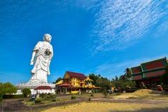 högväxt staty 100-foot av en stående Buddha på den Phothikyan Phutthaktham templet Bachok kelantan Malaysia Fotoet togs 10 /2/201 Arkivbild