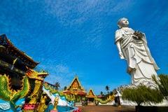 högväxt staty 100-foot av en stående Buddha på den Phothikyan Phutthaktham templet Bachok kelantan Malaysia Fotoet togs 10 /2/201 Royaltyfria Foton