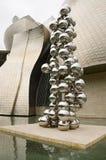Högväxt träd och ögat. Skulptur Royaltyfria Bilder