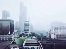 Högväxta byggnader i huvudstaden av Thailand Royaltyfria Foton