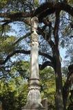 Högväxta gravstenräckvidder för himlen Arkivbilder