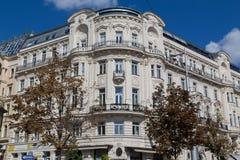 Högväxta härliga byggnader i Wien arkivfoto