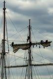 Högväxta skepp som lär repen Arkivfoto
