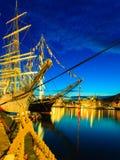 Högväxta skepp springer i hamn på Juli 26, 2014 i Bergen, Norge Royaltyfri Foto