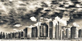 Högväxta skyskrapor av i stadens centrum Dubai, UAE Royaltyfria Bilder