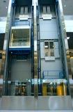 Höhenruder in einem Geschäftszentrum Stockfotografie