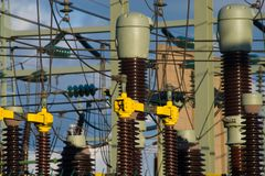 Höhenspannung Strom-Pfostenturm lizenzfreie stockfotografie