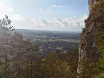 Höher Höhe und gefährlicher Berg stockbild