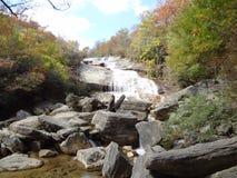 Höherer Wasserfall in NC Lizenzfreies Stockfoto