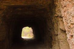 Höhle auf der Straße lizenzfreies stockfoto