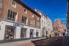 HÖHLE BOSCH, DIE NIEDERLANDE - 30. AUGUST 2016: Straße in einer Mitte von Den Bosch, Netherlan stockfoto