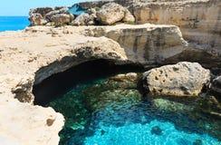 Höhle Grotta-della poesia, Roca Vecchia, Salento-Seeküste, Ita Stockfotos