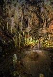 Höhle mit bunten strukturierten Wänden Lizenzfreies Stockbild