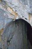 Höhle und Erregungssucher lizenzfreie stockfotografie