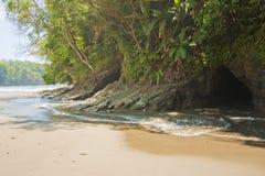 Höhlen bei Playa Ventanas stockfoto