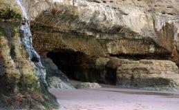 Höhlen in den Patagonian Küsten stockfoto