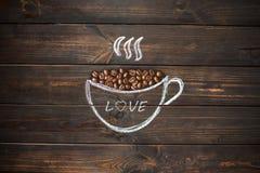 Höhlen Sie gezogenes mit Kreide auf dem hölzernen Brett der alten Weinlese Kaffee bea Lizenzfreies Stockfoto
