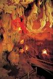 Höhlen Sie Stalactites und Anordnungen aus lizenzfreies stockfoto